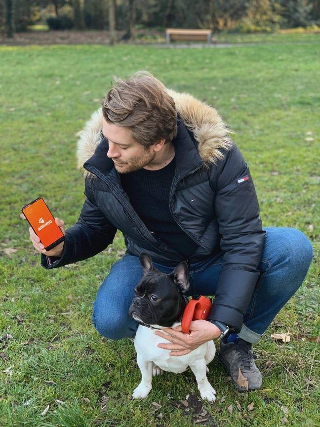 Charles Sbraire, développeur et chien de l'application Amiimo, Tommy.