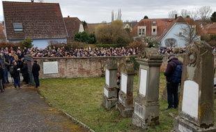 Alsace: Rassemblement au cimetière juif de Quatzenheim, profané le 19 février