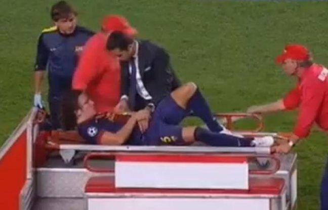 Capture d'écran de Carles Puyol, blessé lors d'un match de Ligue des champions entre le Barça et Benfica, le 2 octobre 2012.