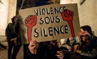 Une pancarte brandie à Toulouse le 26 novembre 2020, dans une manifestation contre la loi  «sécurité globale».