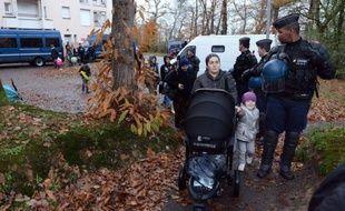 """Les forces de l'ordre ont procédé mardi matin à l'évacuation sans incident de près de 200 demandeurs d'asile installés depuis mai dans une ancienne maison de retraite à Pacé, près de Rennes, """"réquisitionnée"""" par l'association Droit au logement (DAL)."""