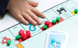 Une règle non officielle appliquée par de nombreux internautes au Monopoly consiste à poser sur le plateau le montant des diverses factures pour le faire gagner au joueur qui tombe sur la case Parc Gratuit.