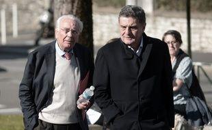 L'ancien maire de Biarritz Dider Borotra et son avocat maître Daniel Lalanne. / AFP PHOTO / IROZ GAIZKA