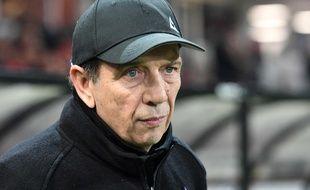 Jean-Louis Gasset, ici lors de son premier match comme entraîneur principal des Verts en décembre à Guingamp, a su redonner des couleurs à l'ASSE cette année. FRED TANNEAU