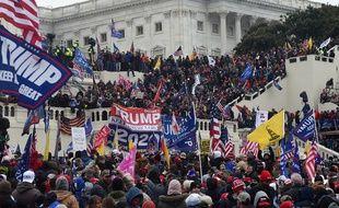 Des manifestants Pro-Trump devant le Capitole à Washington D.C.
