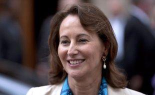 """Ségolène Royal, qui n'est pas """"sortie de la politique"""", confie dans l'hebdomadaire Le Point paru jeudi avoir un """"constat tacite"""" avec François Hollande pour qu'elle rentre """"à un moment"""" dans le """"dispositif""""."""