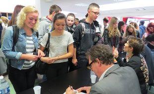 A Lille, le 10 octobre 2014 - Rencontre entre des élèves et des écrivains, à Lille, dans le cadre du Prix Goncourt des Lycéens 2014.