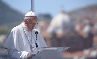 Le pape François ors de son discours  sur le port de Mytilène, à Lesbos (Grèce), le 16 avril 2016.
