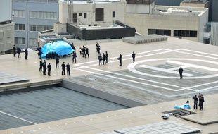 Le drone retrouvé sur le toit de la résidence officielle du Premier ministre japonais, le 22 avril 2015 à Tokyo.