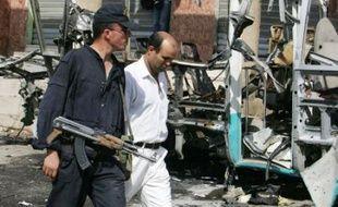 Douze employés algériens de la firme d'ingénierie canadienne SNC-Lavalin ont été tués et 15 autres blessés lors d'un attentat à la voiture piégée survenu mercredi en Algérie, a annoncé la compagnie.