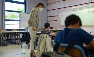Une journée de classe dans une école primaire de Mantes-la-Jolie (Yvelines), pendant le déconfinement.