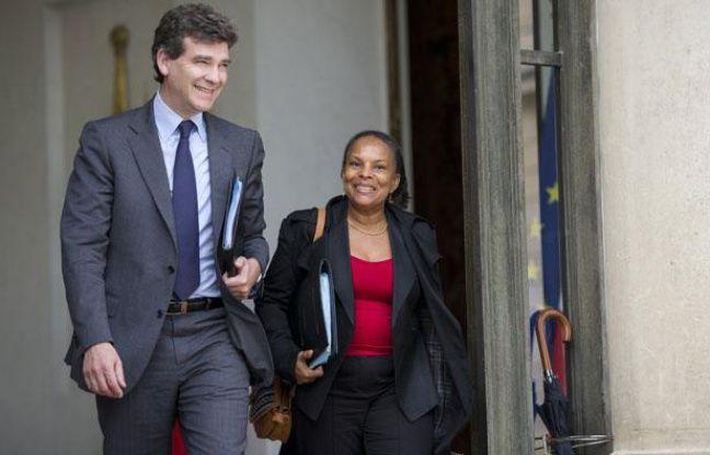 Le ministre du Redressement productif, Arnaud Montebourg, et la Garde des Sceaux et ministre de la Justice, Christiane Taubira, quittent le palais de l'Elysée après le Conseil des ministres, le 23 mai 2012.