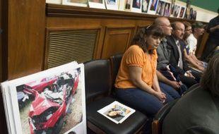 Des familles de victimes d'accidents liés à un défaut de moteur dans des voitures General Motors, le 18 juin 2014 au Capitol à Washington