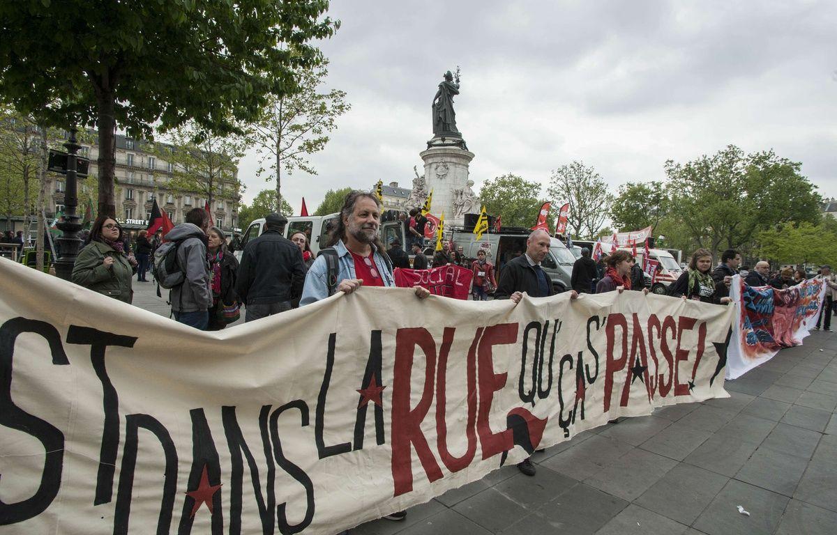 """Paris le 22/04/2017 - Manifestation pour un """"premier tour social"""" place de la Republique.//GELYPATRICK_1104.032/Credit:PATRICK GELY/SIPA/1704231514 – SIPA"""