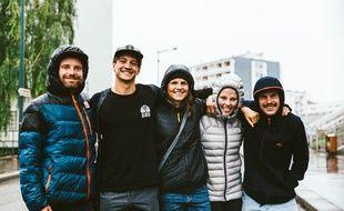 Les cinq ambassadeurs de Riders for refugees regroupés, à savoir Jérôme Tanon, Victor Daviet, Coline Ballet-Baz, Marion Haerty et Léo Taillefer.