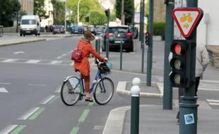 Illustration d'un tourne à droite pour les cyclistes, ici à Rennes.