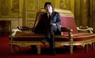 """Jean-Vincent Placé a vu mercredi en François Hollande """"un magicien du verbe"""" qui a excellé sur la forme lors de sa conférence de presse, mais le président du groupe EELV au Sénat a maintenu ses réserves sur sa stratégie économique."""