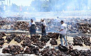 En faisant griller plus de 10 tonnes de viande, l'Uruguay a battu dimanche 10 décembre 2017 le Guinness record du plus grand barbecue au monde.