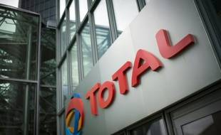 Le logo de Total au siège social du géant pétrolier à La Défense.