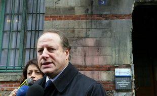 Le maire du XVe arrondissement de Paris, Philippe Goujon, a annoncé mardi en présence de François Fillon que Jean-François Lamour et lui-même avaient été investis par l'UMP dans deux circonscriptions de la capitale susceptibles de servir de point de chute à Rachida Dati.