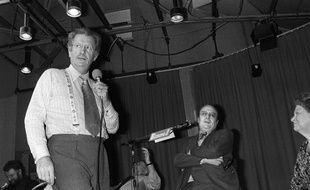 Pierre Bellemare en 1979 en train de présenter une émission sur les antennes d'Europe 1.
