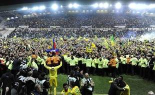 Les supporters de Nantes fêtent la montée en Ligue 1, le 17 mai 2013, au stade de la Beaujoire.