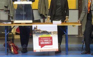 Marseille le 13 octobre 2013 - Premier tour des primaires citoyennes du parti socialiste dans un bureau de vote du 4 et 5è arrondissement.