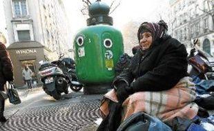 5 000 places seront créées en 2013.De plus en plus de femmes et d'enfants se retrouvent dans la rue.