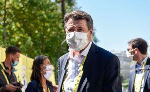 Le maire Christian Estrosi sur le départ de la 2e étape du Tour de France, à Nice le 30 août 2020.