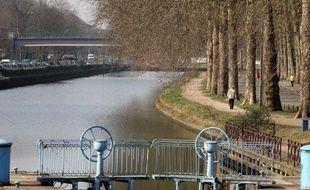 Les rives de la Dele du côté jardin Vauban.