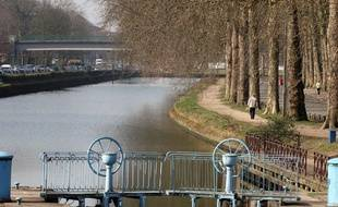 Les rives de la Deule du côté jardin Vauban. Lille, le 15 mars 2011.