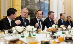 """François Hollande a demandé à l'Observatoire de la laïcité, qu'il a installé lundi, d'élaborer """"des propositions"""" sur l'encadrement de la laïcité dans les structures accueillant des enfants, en soulignant la nécessité d'""""un dialogue serein et constructif""""."""
