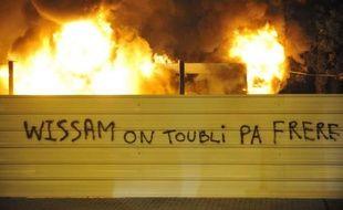 """Plus de 2.000 manifestants ont défilé samedi après-midi à Clermont-Ferrand, pour réclamer """"justice"""" et """"vérité"""" dans l'affaire Wissam El-Yamni, dont la mort suite à son interpellation a suscité plusieurs nuits de tension cette semaine et une forte colère contre la police."""