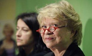 """Eva Joly, candidate EELV à l'Elysée, a dénoncé lundi un modèle économique """"à bout de souffle"""", jugeant que seules les solutions écologistes peuvent faire sortir l'Europe de la crise et proposant au passage la """"création d'agences de notation sociale et environnementale""""."""
