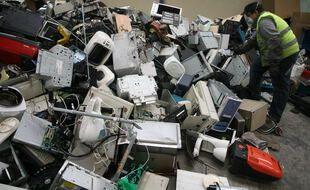 Beaucoup d'appareils d'électroménager sont jetés au lieu d'être réparés (illustration).