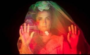 Capture écran du clip de « De mon âme à ton âme » de Kompromat, réalisé par Claire Burger, avec Adèle Haenel.