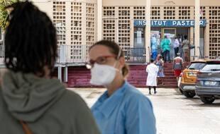 En Guyane, territoire de 300.000 habitants, la vaccination est toujours à la peine avec 30,5 % de personnes présentant un schéma vaccinal complet.