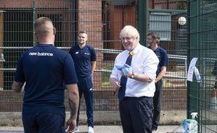 Boris Johnson a tapé du poing sur la table