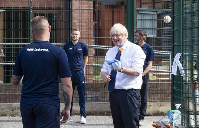 Royaume-Uni: Boris Johnson s'en prend aux traversées illégales «stupides» de la Manche