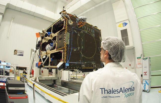 Un satellite en construction dans les salles blanches de Thales Alenia space, le 10 janvier 2019, à Cannes (Illustration)