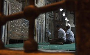Illustration d'une salle de prière.