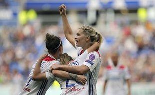 Ici aux côtés de Lucy Bronze et de Delphine Cascarino lors de la demie européenne contre Chelsea, Ada Hegerberg symbolise la réussite du recrutement lyonnais.