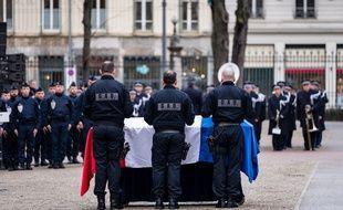 Des membres du Groupe d'appui opérationnel (GAO) lors d'une cérémonie d'hommage en l'honneur de Franck Labois, vendredi 17 janvier 2020.