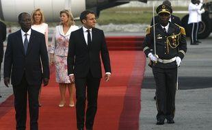 Emmanuel Macron (à droite) et Alassane Ouattara (à gauche) à Abidjan, le 20 décembre 2019.