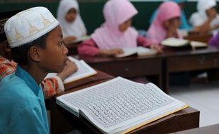 Illustration d'enfants à l'école islamique en Indonésie.