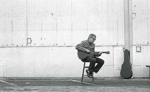 """Dick Annegarn et ses chansons """" qui font l'amour, pas la guerre """"."""