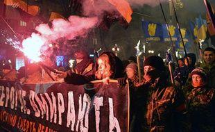 Plusieurs milliers de manifestants se sont rassemblés jeudi soir dans le centre de Kiev à l'appel des partis d'extrême droite Svoboda et Pravy Sektor, à l'occasion du 106ème anniversaire de Stepan Bandera.