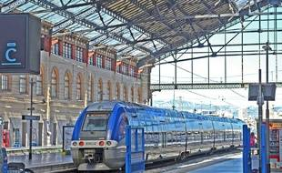 Un train TER gare Saint-Charles à Marseille (illustration).