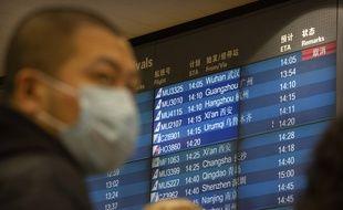 Un panneau à l'aéroport de Pékin affiche un vol en provenance de Wuhan annulé, le 23 janvier 2020.