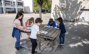 En mai et en juin, les enfants de l'école Georges-Clémenceau à Grenoble ont effectué des propositions pour le futur aménagement de leur cour, dans un atelier proposé par les Robins des villes.